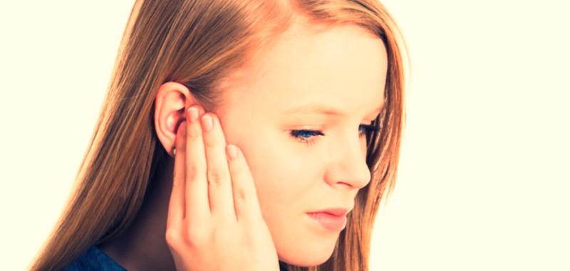 до чого горить праве вухо